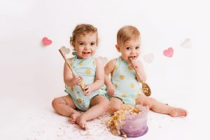 twins with cake at Huntingdon cake smash photography session