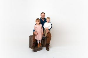 dad posing with children in Huntingdon family photography session